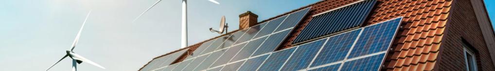 Ekologiczne panele słoneczne na dachu budynku